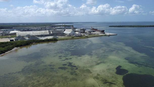 Florida droht Umweltkatastrophe wegen undichten Abwasserbeckens