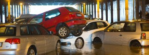 Wegen Überschwemmung verschoben: parkende Autos im Berliner Gleimtunnel