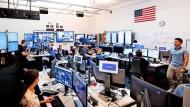 In Büros wie diesen versuchen Facebook-Mitarbeiter Falschinformationen zu entdecken und zu bekämpfen.
