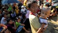 Hunderttausende Rohingya-Kinder sind aus Myanmar in Lager nach Bangladesh geflohen.
