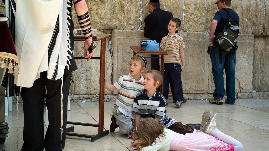 """Viele Kinder zu haben, gehört zu den 613 """"Mizwot"""" - Gebote und Verbote, nach denen ein frommer Jude lebt."""