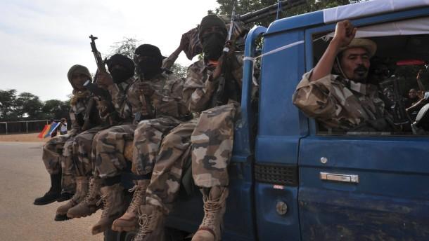 Malische Truppen ziehen in die Ortschaft Ansongo im Norden Malis ein