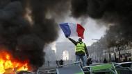 Proteste vor dem Arc de Triomphe: Die Gelbwesten erobern Frankreichs Straßen.
