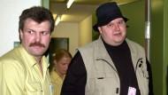 Auch der Deutsche Internetunternehmer Kim Schmitz wurde festgenommen. Er ist für seine skurrilen Auftritte bekannt und gilt als einer der schillerndsten Vertreter der New Economy