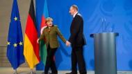 Der Präsident der Republik Aserbaidschan, Ilham Aliyev, und Bundeskanzlerin Angela Merkel (CDU) 2015 im Kanzleramt in Berlin. Wie wird die Stimmung nach der Visums-Verweigerung eines CDU-Abgeordneten sein?