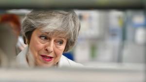"""May warnt vor """"eigentlicher Bedrohung"""" für die Union"""