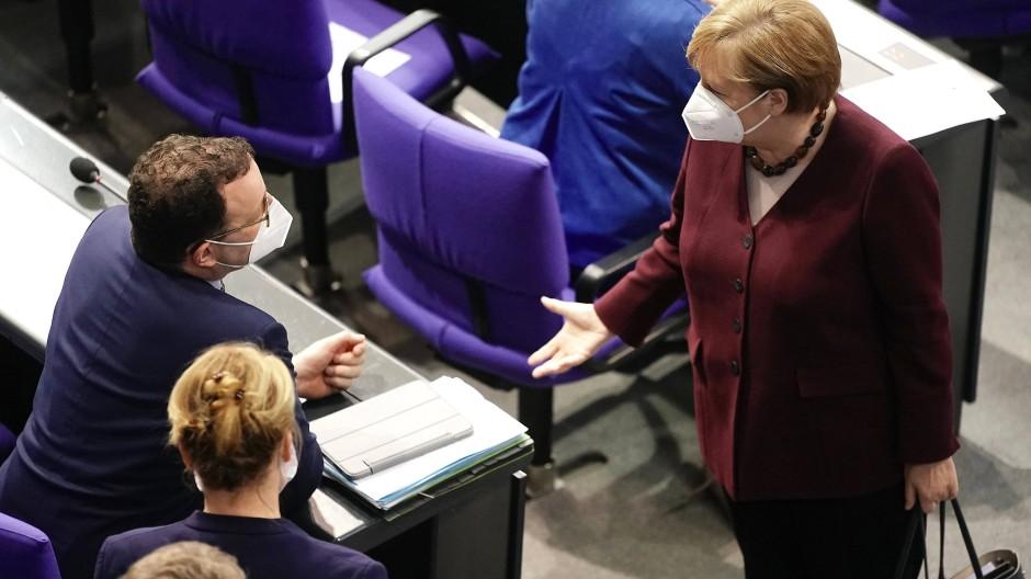 Gesundheitsminister Spahn und Kanzlerin Merkel vergangene Woche im Bundestag.