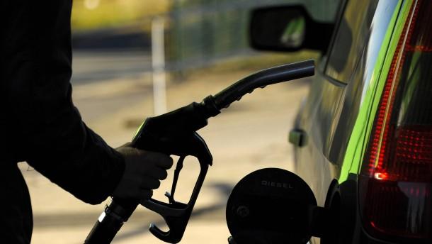 Benzinpreis sinkt zum Ferienende