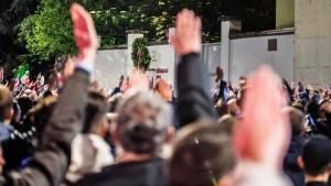 Hitlergrüße auf Mailands Straßen
