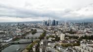 Frankfurt von oben: Viel Grün ist da bislang nicht zu sehen.