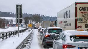 """Wintersturm """"Tristan"""" sorgt für Chaos auf deutschen Autobahnen"""