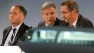 So sahen Flieger aus: Schwarz, Wowereit und Platzeck (von links) auf einer Schönefelder Pressekonferenz im Jahr 2007
