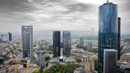 Finanzplatz Frankfurt am Main: Blick von der Dachterasse des Taunusturms