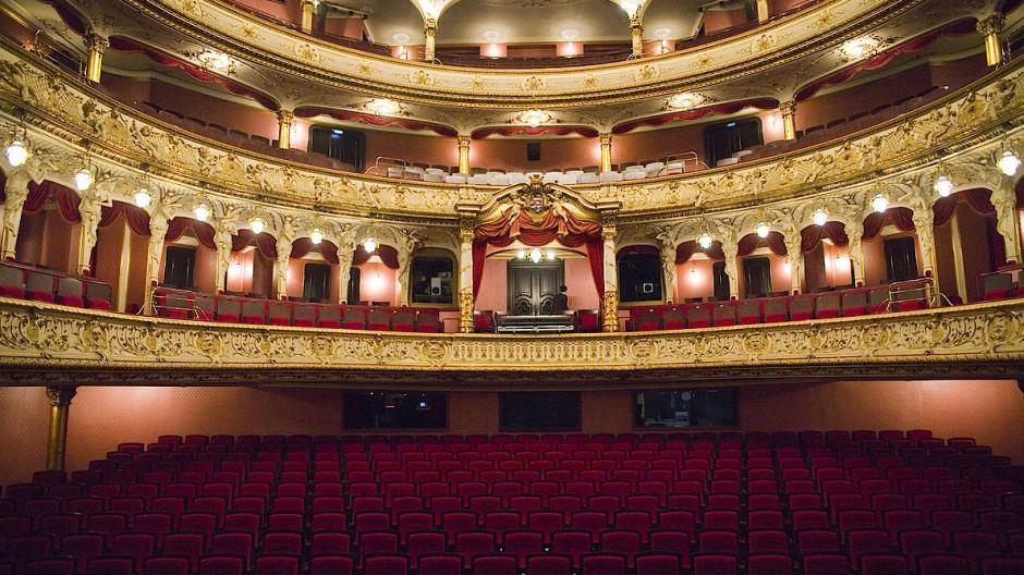Zeitgenössisches Theater gehört auf die große Bühne – wie die des Staatstheaters Wiesbaden