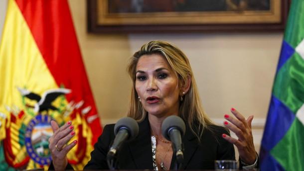 Übergangspräsidentin Áñez verspricht rasche Neuwahlen