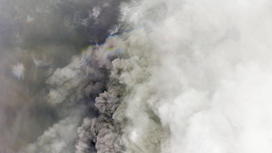 Ein Satellitenbild des Vulkanausbruchs auf der Karibik-Insel