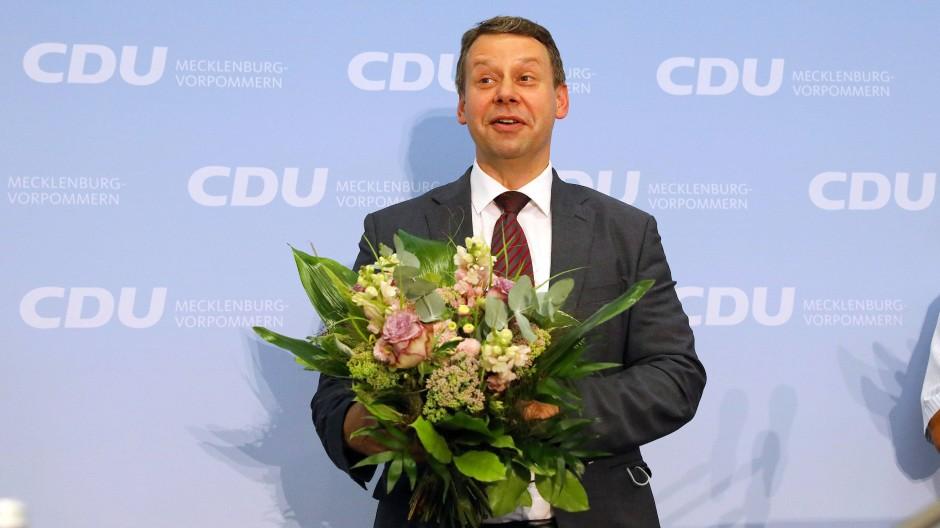 Blumen für den neuen Chef: Michael Sack soll die CDU in Mecklenburg-Vorpommern zum Wahlsieg führen.