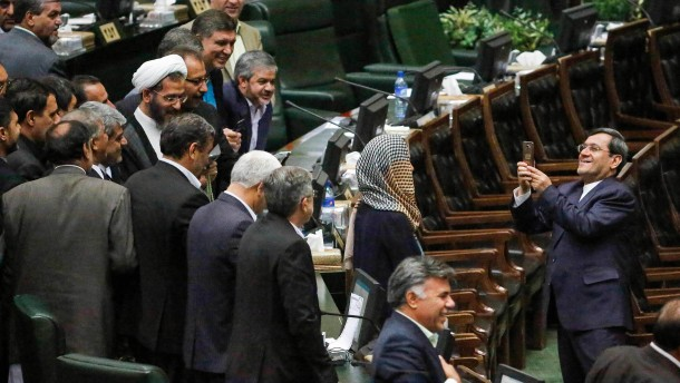 """Iraner bedrängen Mogherini wegen """"Selfies der Schande"""""""