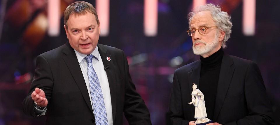Claus-Peter Reisch (l.) und der ausgezeichnete Schweizer Regisseur Markus Imhoof im Münchner Prinzregententheater.