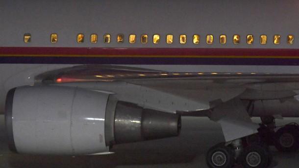 Flugzeug mit abgelehnten Asylbewerbern gestartet