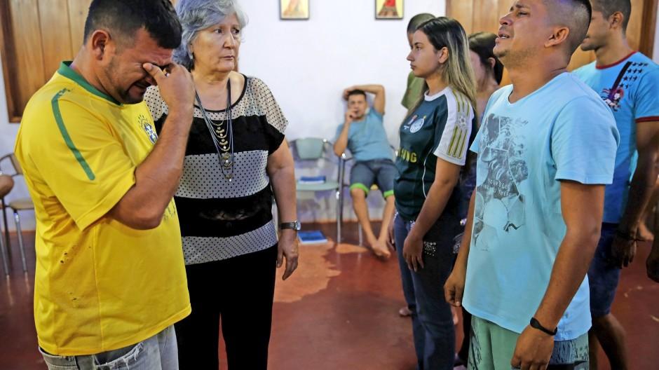 Bei Aufstellungen kommen  oft Gefühle hoch, wie hier in einem  Gefängnis in Brasilien.