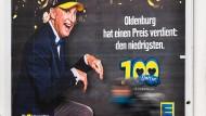 Ist der niedrigste Preis auch fair? Ein Werbeplakat von Edeka in Oldenburg