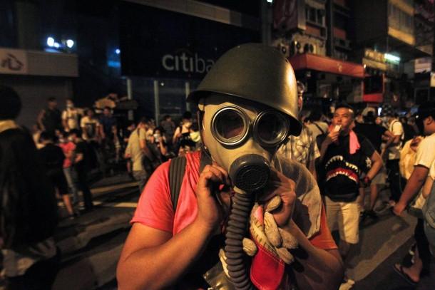PROTESTAT NË HONGKONG Ueber-nacht-war-die-polizei-gewaltsam-mit-traenengas-schlagstoecken-und-pfefferspray-gegen-die-demonstranten-vorgegangen