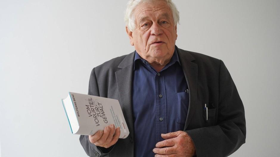 """Im Herbst 2020 publizierte Wolfgang Benz sein Buch """"Vom Vorurteil zur Gewalt""""."""