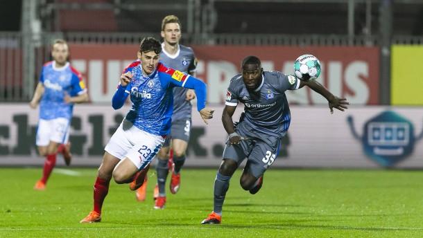 HSV gibt Sieg in Kiel spät aus der Hand