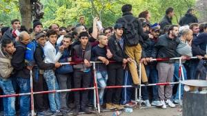 CSU-Innenminister will Flüchtlinge in Krisenstaaten abschieben