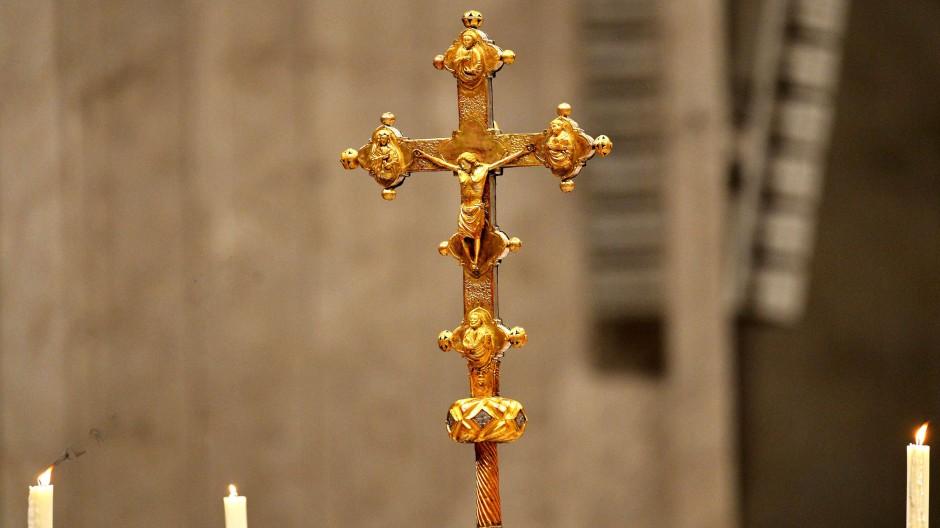 Gott macht keinen Umweg um Leid und Tod: Auch Jesus fühlte sich am Kreuz allein gelassen.