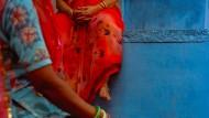 Blau ist in Indien das Sinnbild von Mut und Tapferkeit, Männlichkeit und Kraft. Die Farbe ist Göttern wie Rama und Krishna vorbehalten.