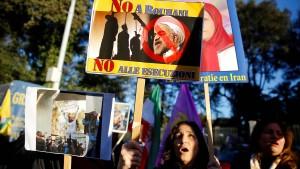 Macron ruft Rohani zur Zurückhaltung auf