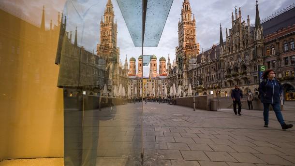 """Corona-Ampel in München springt auf """"Dunkelrot"""""""
