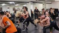 Bei den Auditions in London müssen die zusammengestellten Paare eine anspruchsvolle Choreographie vortanzen.