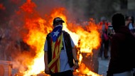 Eine kleine gewalttätige Gruppe lässt die Protestmärsche in Barcelona eskalieren.