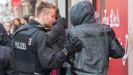 Polizei erhöht Druck auf Kriminelle im Frankfurter Bahnhofsviertel