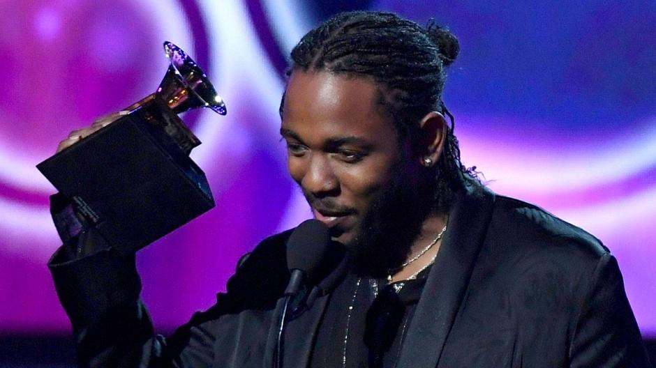 Mit Kendrick Lamar (hier bei der Grammy-Preisverleihung) erhält erstmals ein Musiker den Preis, der nicht Klassik oder Jazz spielt.