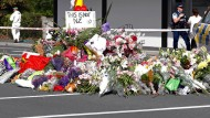 Blumen vor der Moschee in Christchurch, in der ein Attentäter am Freitag 41 Menschen erschoss.