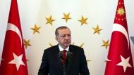 """Nachwirkungen des Staatsbesuchs: Erdogan nennt die Vereinigten Staaten """"undemokratisch""""."""