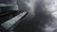 Aufseher erzwingen größeren Verlust der Deutschen Bank