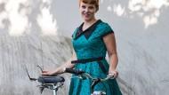 Rockabella: Anette Giesa, 31 Jahre, mit ihrem Horex-Cruiser.