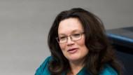 Für die Rente mit 63 (SPD) und für die Mütterrente (CDU/CSU) zuständig: Andrea Nahles (SPD), die Bundesministerin für Arbeit und Soziales.