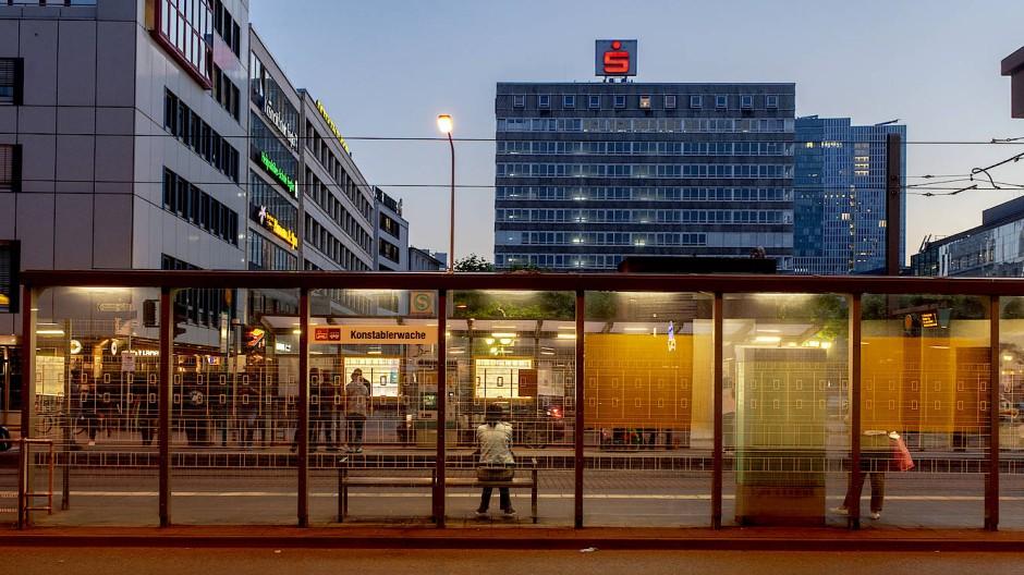 Minirechenzentrum: Der Betreiber eines asiatischen Restaurants an der Zeil, nahe der Konstablerwache, hat Kryptowährungen hergestellt (Symbolbild).