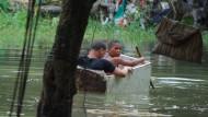 Zwei Jungen in einem Slum in Santo Domingo in der Dominikanischen Republik