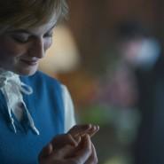 """Was wohl in Lady Dianas Kopf vorgeht, wenn sie ihren Verlobungsring betrachtet? Die Millionen Zuschauer von""""The Crown"""" meinen das zu wissen."""