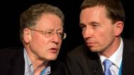 Im Aufwind: der AfD-Vorsitzende Bernd Lucke (r.) mit einem seiner Sprecher, Konrad Adam (Bild vom April 2013)