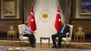 Merkel warnt vor Bespitzelung von Gülen-Anhängern in Deutschland