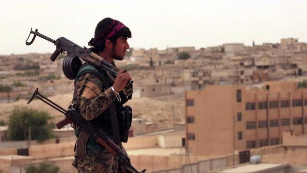 Rebellen erobern erstes Stadtviertel in Raqqa