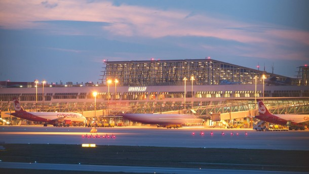Bundeswehrjets zwingen Passagiermaschine zur Landung
